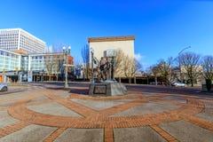 Den dröm- bronsstatyn framme av Oregon Convention Center, Royaltyfria Foton