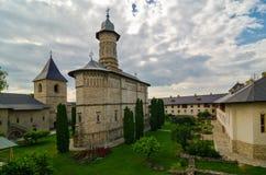 Den Dragomirna kloster, Rumänien Arkivbilder