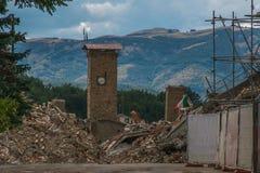 Den dramatiska sikten av Amatrice förstörde vid jordskalv Royaltyfri Bild