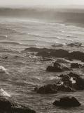 Den dramatiska stranden och vaggar Royaltyfri Foto