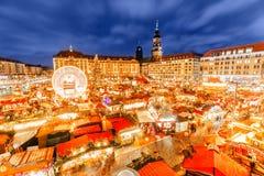 Den Dresden julmarknaden, beskådar från ovanför, Tyskland, Europa Julmarknader är traditionella europeiska vintersemestrar royaltyfria foton