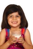 den dricka flickan mjölkar Arkivbilder