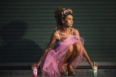 den dricka flickan mjölkar Royaltyfri Bild