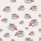 Den drog koppen kaffe och körsbärsröda handen skissar på rosa bakgrund seamless modell Royaltyfria Bilder