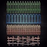 Den drog uppsättningen av kulör krita gränsar med olika staket Royaltyfri Fotografi