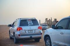 Den Dubai ökenturen i off-road bil arkivfoto