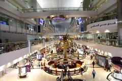 Den Dubai International flygplatsen är ett viktigt flygnav i Midden Arkivbild