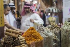 Den Dubai kryddan Souk eller den gamla Souken är en traditionell marknad i Duba Arkivbild