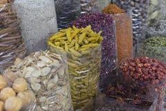 Den Dubai kryddan Souk eller den gamla Souken är en traditionell marknad i Duba Arkivbilder