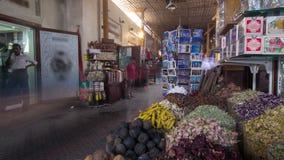 Den Dubai kryddan Souk eller den gamla Souken är ett traditionellt stock video