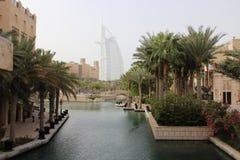 Den Dubai sikten kanaliserar hotellparusen Arkivbild