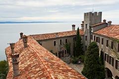 Den Duino slotten, Italien Arkivbilder