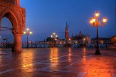Den Duks slotten på St. markerar fyrkanten i Venedig Italien Royaltyfri Bild
