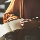 Den 15:e som skriver tänkande dagbokanslutningsbegrepp Arkivbilder