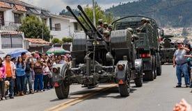 Den ecuadorianska militären ståtar på Arkivfoton