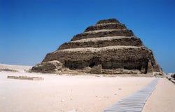 den egypt pyramiden saqqara gick Royaltyfri Fotografi