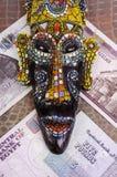 Den egyptiska maskeringen ligger på egyptiska pund Fotografering för Bildbyråer