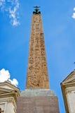 Den egyptiska obelisken av spanjoren kliver upptill, Rome Arkivfoton