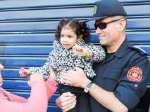 Den egyptiska polisen delar folk revolutionen Royaltyfri Fotografi