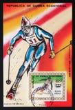 Den Ekvatorialguinea portostämpeln visar slalom, olympiska spel i Innsbruck, circa 1976 Arkivfoton