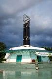 Den ekvators- monumentet lokaliseras på ekvatorn i Pontianak Royaltyfria Foton