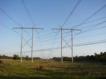 Den elektriska överföringspowerlinen står högt 9 Arkivfoto