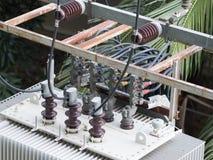 Den elektroniska transformatorn Arkivfoto