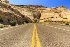 Den en Miljon-dollar vägen från stenblocket till Escalante, USA Royaltyfria Bilder