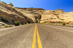 Den en Miljon-dollar vägen från stenblocket till Escalante, USA Arkivbild