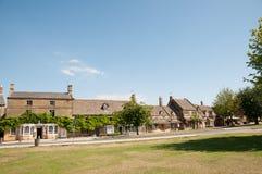 Den engelska byn royaltyfri fotografi
