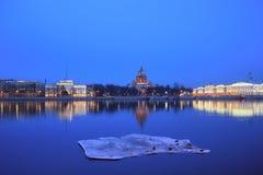 Den engelska invallningen, St. Isaac Cathedral, St Petersburg, Ryssland Arkivfoton