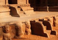 Den enkla stenen skulpterade moment i rathas för mahabalipuram- fem Royaltyfria Foton