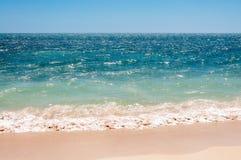 Den enkla stranden sköt på den Playa anconen i Kuba Royaltyfri Foto