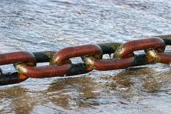 den enorma chain färjan vätte Royaltyfri Foto