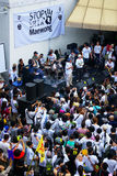 Den enorma folkmassan lyssnar anförande för mot konstruktionen av en fördämning i Mae Wong National Park Fotografering för Bildbyråer