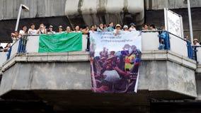 Den enorma folkmassan lyssnar anförande för mot konstruktionen av en fördämning i Mae Wong National Park Royaltyfria Foton