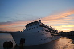 Den enorma shipvippningen Royaltyfria Bilder