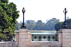 Den ensamma trottoaren nära Victoria Memorial, Kolkata - västra Bengal, Indien royaltyfri bild
