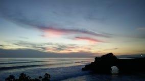 Den episka solnedgången i bali Arkivfoto