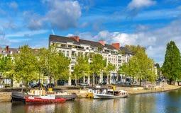 Den Erdre floden i Nantes, Frankrike Arkivfoton