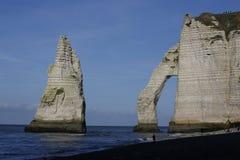 Den Etretat Aval klippan vaggar gränsmärket och havet arkivfoton