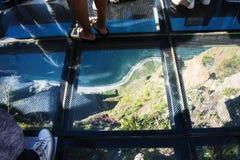 Den exponeringsglas däckade synvinkeln på Cabo Girao nära Camara de Lobos på ön av madeiran Arkivfoto