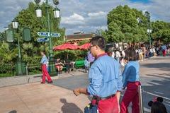 Den expresss Mickey's sagoboken ståtar på Shanghai Disneyland i Shanghai, Kina arkivbilder