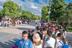 Den expresss Mickey's sagoboken ståtar på Shanghai Disneyland i Shanghai, Kina arkivfoton