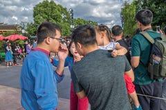 Den expresss Mickey's sagoboken ståtar på Shanghai Disneyland i Shanghai, Kina royaltyfria bilder