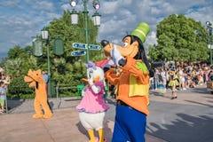 Den expresss Mickey's sagoboken ståtar på Shanghai Disneyland i Shanghai, Kina arkivfoto