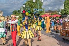 Den expresss Mickey's sagoboken ståtar på Shanghai Disneyland i Shanghai, Kina royaltyfri foto