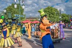 Den expresss Mickey's sagoboken ståtar på Shanghai Disneyland i Shanghai, Kina royaltyfri bild