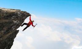 Den extrema klättringen är hans adrenalin Blandat massmedia Fotografering för Bildbyråer