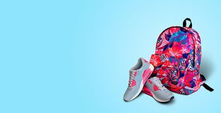 den färga utrustningillustrationen skidar sportvatten Bakgrund för gymnastikskoryggsäckguling Begrepp a Arkivfoton
